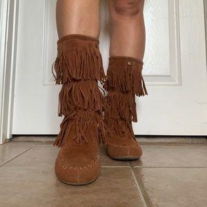 RAIN DANCE fringe boots! 💃🏻🌧 (box included)